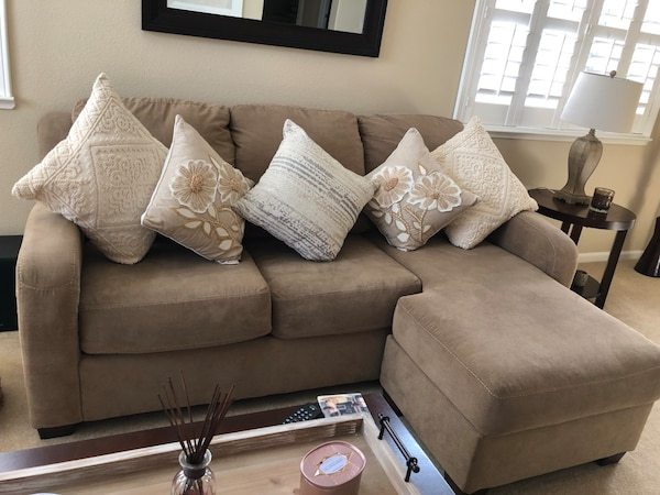 Enjoyable Sofa With Chase And Original Pillows Included Pillows Shown Not Included Selling As A Set Well Taken Care Off No Rips Tears Stains Pet Free Lamtechconsult Wood Chair Design Ideas Lamtechconsultcom