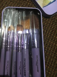 Small makeup brushes 8 pieces  Markham, L3S 3Y9