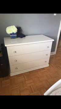 white solid wood bedroom furniture dresser New Tecumseth, L0G 1W0