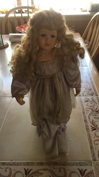 brown haired female porcelain doll El Paso, 79936