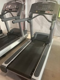 Life Fitness Treadmill - 95T Excellent Condition!