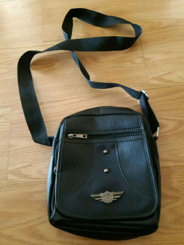 Used black and gray leather crossbody bag for sale in Mirabel - letgo 0acfab9c38c13