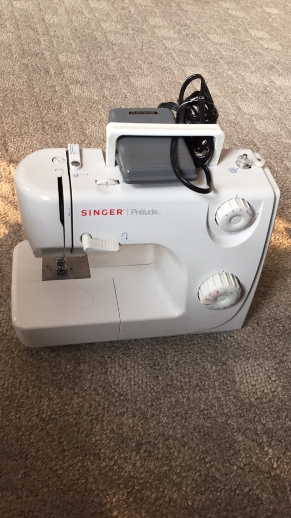 Great condition singer prelude sewing machine