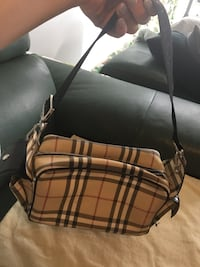 Authentic purse in good condition Toronto, M2N