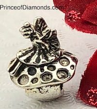 Silver coloured mushroom with butterfly bead fits pandora bracelet Brampton, L6R 1X5