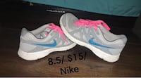 pair of white-and-pink Nike running shoes Diamond, 60416