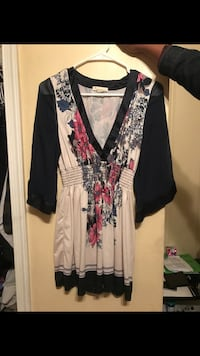 women's white,black, and pink floral deep v-neck blouse Portsmouth, 23707