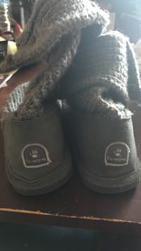 gray Bearpaw snow boots Simi Valley, 93065