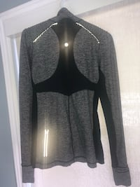 Lulu Lemon pull over with rear zipper for cash/phone and reflective feature for night runs SIZE 10 Keswick, L4P 3P1