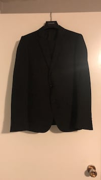 Men's suit Barrie, L4M 5S8