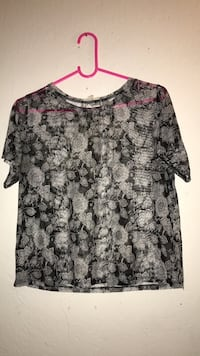 black and gray floral scoop-neck shirt Bell Gardens, 90201