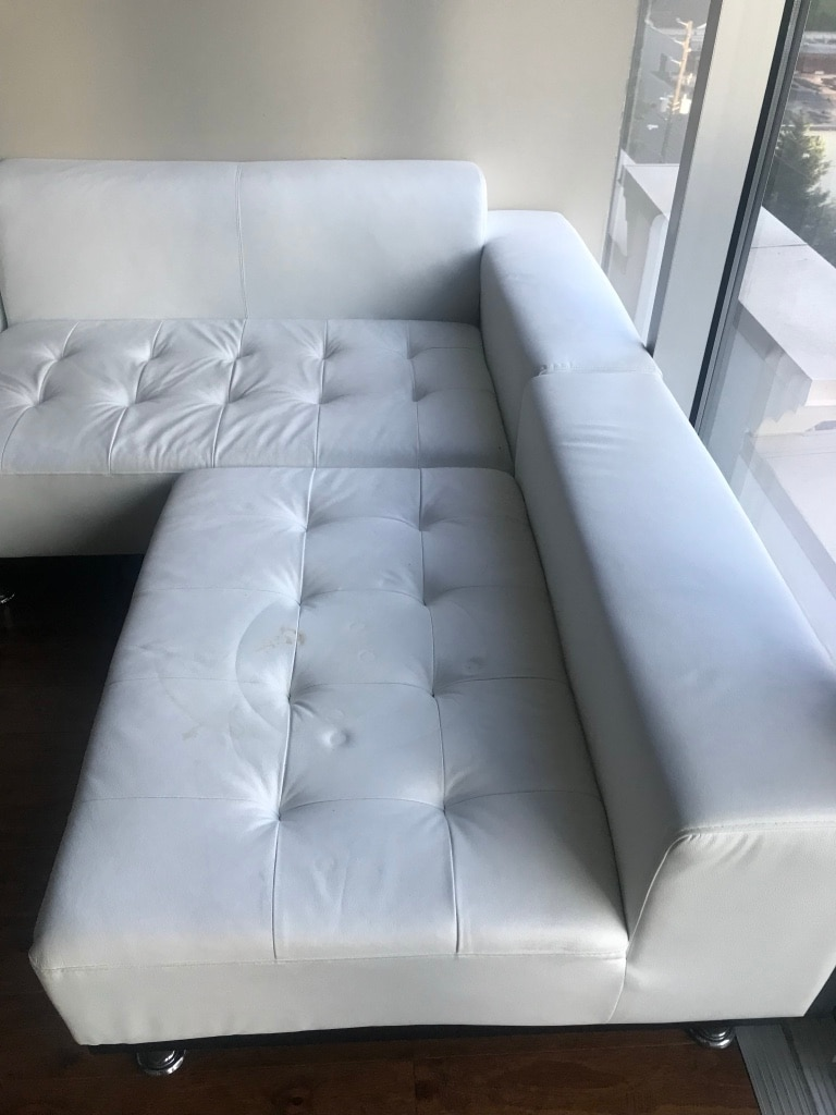Charmant Tufted White Leather Sectional Sofa