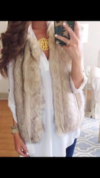 Nordstrom faux fur vest, worn once. great condition! paid over 230.00 Warner Robins, 31088
