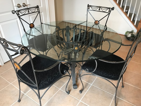 IRON/GLASS DINING TABLE