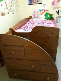 twin bed (serious people)