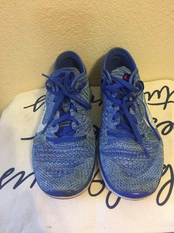 Woman's Nike shoes  3