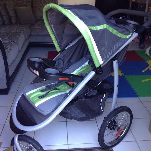 Graco fast action fold jogger travel system with car seat set
