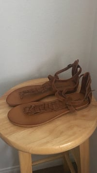 New lucky brand leather thong sandals size 7.5 Los Angeles, 91325