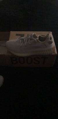 unpaired white adidas Yeezy Boost 350 shoe with box 2274 mi