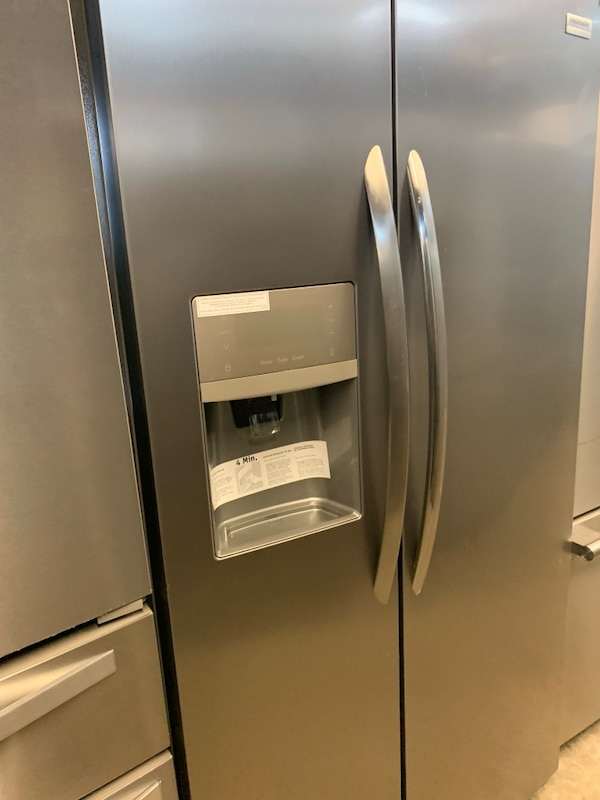 stainless steel french door refrigerator 6d3c9462-4b3d-4d07-b117-c259a687ee61