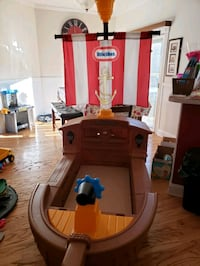 Little tikes pirate ship toddler bed Gainesville, 30506
