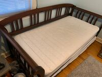 Day bed with trundle - wood University Park, 20782