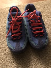 Air Max Size 4Y 8.5/10 condition Tallahassee, 32308
