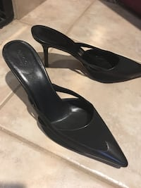Gucci shoes size 9b. I have a matching Gucci purse too