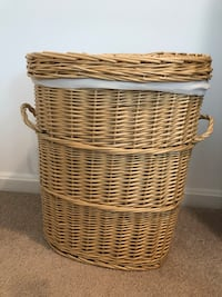 Wicker laundry basket with liner Germantown, 20874