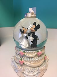 Disney Mickey And Minnie Mouse Wedding, rare snow globe Chantilly
