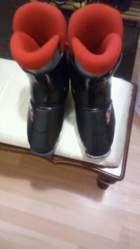 pair of black-and-red ski boots Laval, H7G