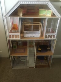 Kidscraft dollhouse just lowered Calgary, T2A 4E9