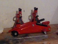 Torin two ton Jack with stands Bath