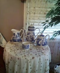 white-and-blue toile ceramic three teapots Springfield, 65804