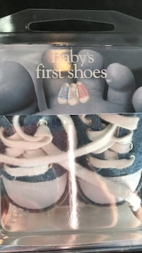 Baby boys first shoes. In original packaging. Practically new Aurora, L4G 7H2