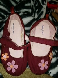 pair of red-and-white floral sandals Mattoon, 61938