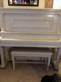 Piano  added new pictures  Kearney, 68847