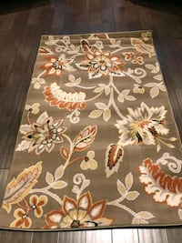 Brand new floral area rug 527 km