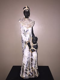 Home Interior Lady Traditional African Woman with Child Ethnic Statue Home 17 inches tall Calgary, T3E 6L9