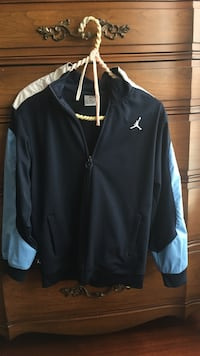Navy blue and white zip-up jacket Dundas, L9H 1S2