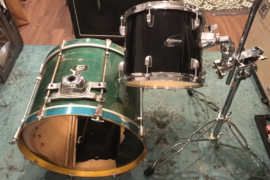 Photo Mapex green bass drum (kick pedal included)