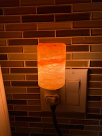 Salt lamp wall plug