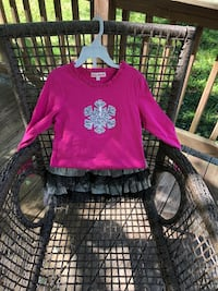 Jona Michelle size 7 girls pinkish rose colored cotton long sleeves with silver black Sequence snowflake on front. Comes with skirt, silver  and black fabric, there is a piece of the fabric that came undone, not ripped just thread came loose it can easily Richmond, 23235