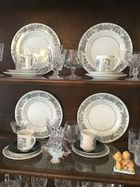 Vintage Manitou Black and White dinnerware set.   Montréal, H4T