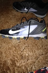 Gray-and-black nike vapor cleats Russell, 67665