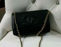 black leather Chanel crossbody bag Mississauga, L5T 2L8
