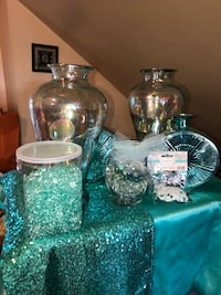 two clear glass candle holders Maple Heights, 44137