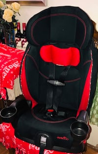 black and red Evenflo car seat 3748 km