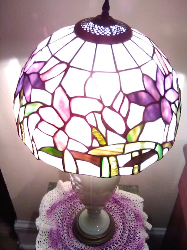 STAINED GLASS LAMPSHADE b3d91830-f11f-45c8-b4b1-308176b90720