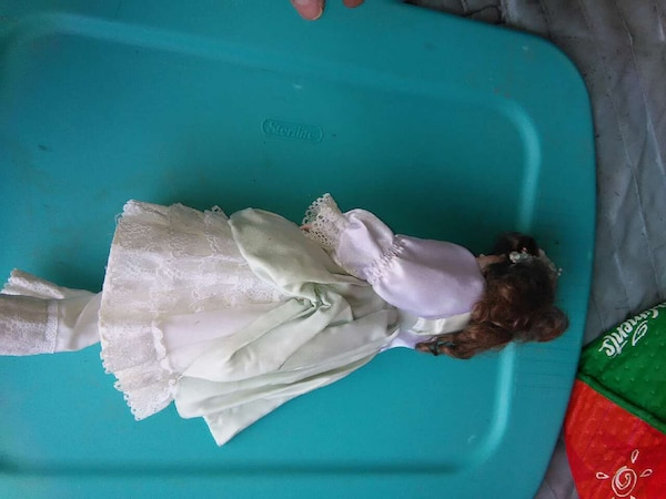 PORCELIN DOLL COLLECTABLE 644635bc-0fd6-48ba-b3d6-9655c5c02f6f